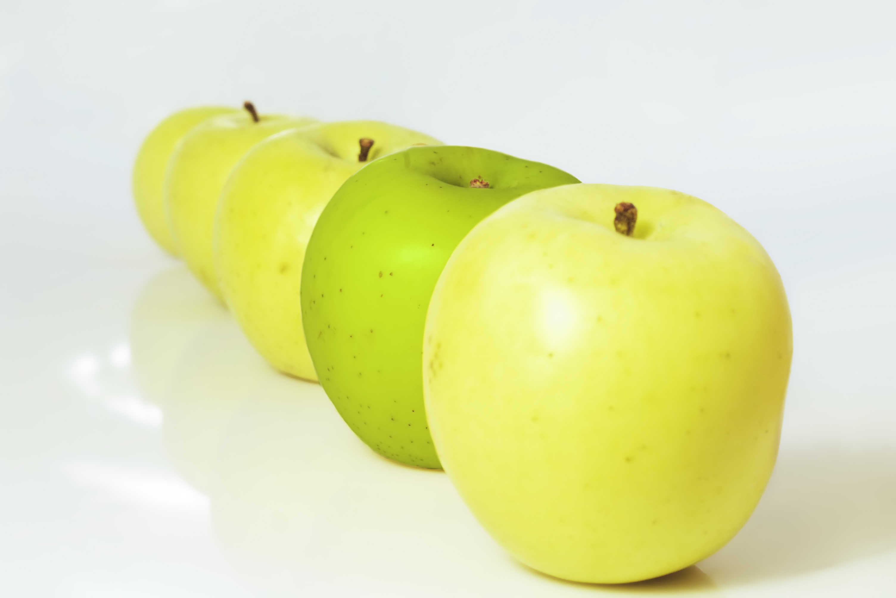 http://www.dreamstime.com/stock-photo-yellow-apples-and-a-green-rimagefree3130384-resi3857824